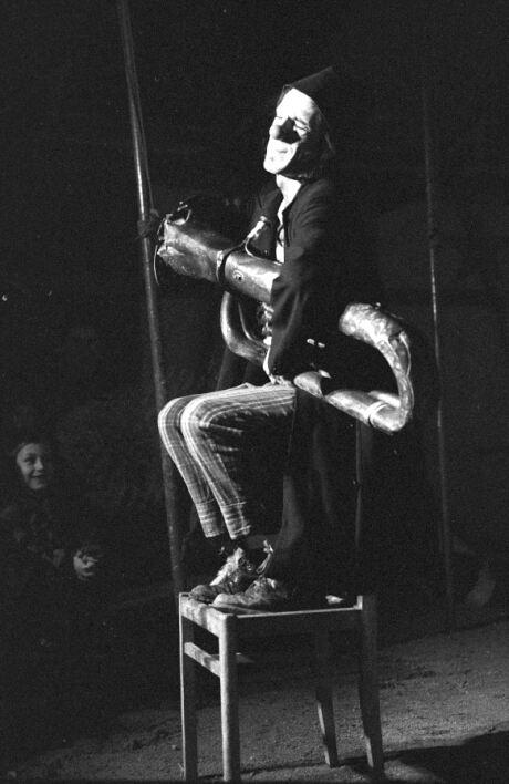 http://www.cirque-pacotille.fr/photos/20-2422-35.jpg